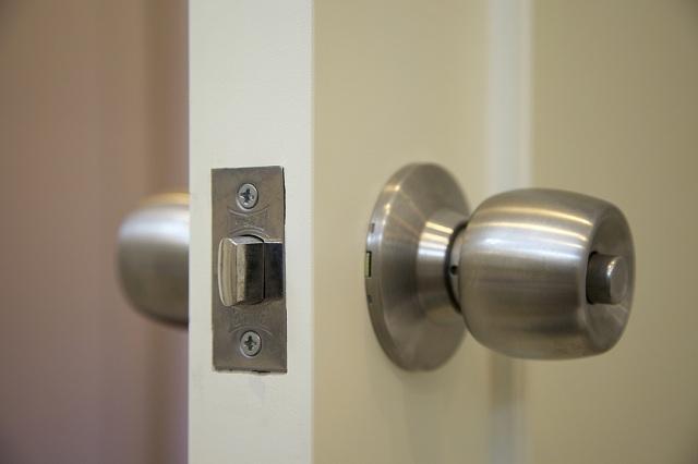 As melhores maçanetas para portas de madeira
